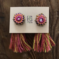ミラー刺繍とメタルビーズのタッセルピアス お花