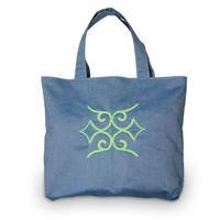 刺繍のトートバッグ 薄い青色