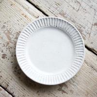 藤山窯 / 5.5寸リム皿 - 粉引  -   鎬(細)