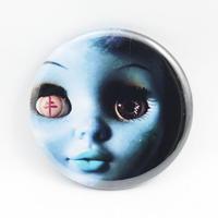 【牛抱せん夏】オリジナルバッジ IU-B03