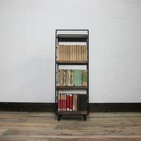 縦長の本棚