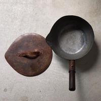 古い 打ち出し銅鍋 蓋有り  大正〜昭和  時代. アンティーク  木製持ち手 片口  和鍋  希少品