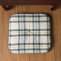 昭和中期の綿座布団  青いマドラスチェック ラウンドコーナー