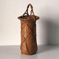 竹編みの花器  作家印は御座いませんが高い技術で編まれた花器です。竹かご 竹籠 編みかご 民藝 古美術    美品。