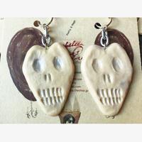 Chelsea chiyoco Big skull  earring ベージュ