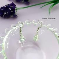 white pierced earrings クラックビーズのピアス ホワイト
