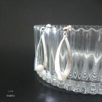しずくのピアス - white silver