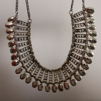 aligned_necklace