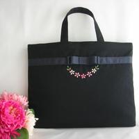 手刺繍 ピンクのお花 濃紺レッスンバッグ お受験対応