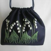 手刺繍 すずらんの咲く庭 イングリッシュガーデン 肩からかけられる巾着バッグ