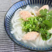 「新潟米麺のハーブのフォー」2人前。着色料、化学調味料不使用。新潟自然栽培米の米麺とハーブ