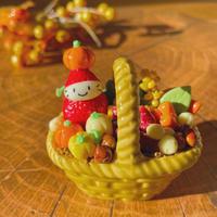 秋の苺ぼうや カゴの器 秋のお飾り