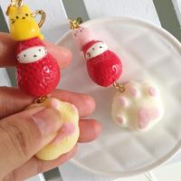 苺ぼうやキーホルダー/猫とあくしゅ