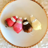 苺ぼうやブローチL/滴るチョコレート