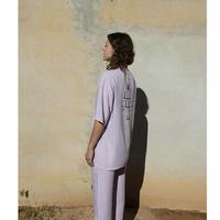 ACCIDENTE CON FLORES IAN(lavender shirt)