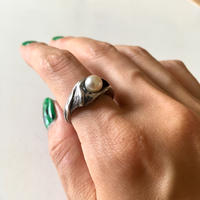 vintage silver × pearl ring