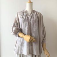 suzuki takayuki   puff-sleeve blouse    ice gray
