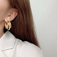 (109)triple gold hoop pierce