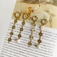 (391)asymmetry daisy earring