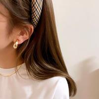 (153)wide hoop earring