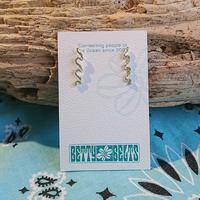 betty belts/hui hui waveピアス