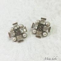【SALE】アンティークカメリアビジューピアス