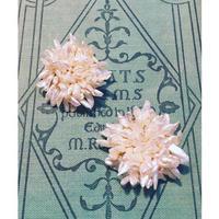 白い小花のブローチ