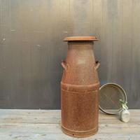 A015 古くて錆のある 鉄製の牛乳缶/ミルク缶 75㎝ 【引取限定品】
