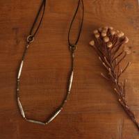 トゥアレグのオールドチューブと革紐のネックレス