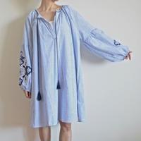 ストライプx刺繍チュニック ブルー  ケアオブユー