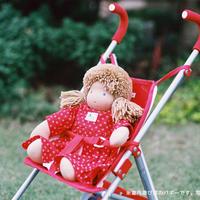 〈2才-〉【人形遊び用ベビーカー】【押して歩く玩具】ドールバギー 赤
