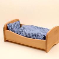 〈2才-7才〉ノルベルト 木製ベッド (※布団=赤系小花柄)