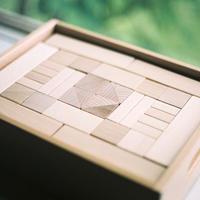 〈3才-〉フレーベル積木(小)(100ピース/木箱入り)