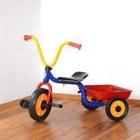 〈2才-〉【乗り物/三輪車】ウィンザー ペリカン三輪車Vハンドル カラー(荷台つき)