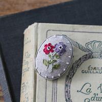 piece poritorieさんのリボン刺繍 ハナコトバブローチキット Anemone
