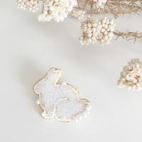 【6月号掲載分】Cotoha|鏡の森 Rabbitブローチ Msize white