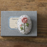 piece|poritorieさんのリボン刺繍 ハナコトバブローチキット Rose