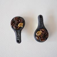 Naoko Nakajima|珈琲豆スプン磁土ブローチ