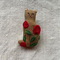NatuRaLiSt.|赤いバラ猫ブローチ