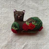 NatuRaLiSt.|ラズベリー猫ブローチ