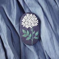 mikako kondo bloom ブローチ ライトネイビー / green