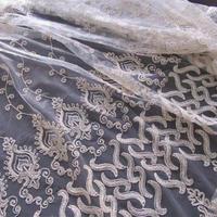 アラベスク・刺繍カーテン生地「オリエンタルホワイト+ゴールド」