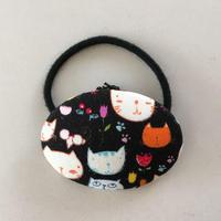 猫柄ボタン★ヘアゴム付(大)猫のお花畑