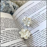 ホワイトフラワーピアス