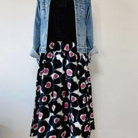 ポップなピンクが可愛いスカート