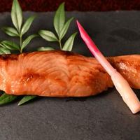 【海の幸・伝統惣菜】生サーモンの味噌漬焼き パック【84】