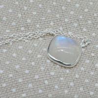 スクエア ストーンネックレス Rainbow moon stone