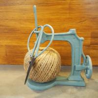 アンティーク風 ミニチュア鋳物ミシン&麻紐セット(ハサミ付) ブルー