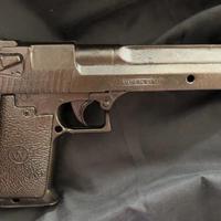 メタリック拳銃