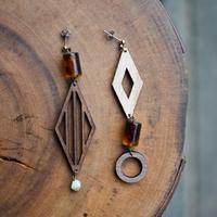 ガラスと木のダイヤアシメピアス